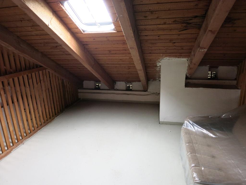 sch n gelegene 3 zimmer eigentumswohnung mit balkon am stadtrand von naila wolfrum. Black Bedroom Furniture Sets. Home Design Ideas