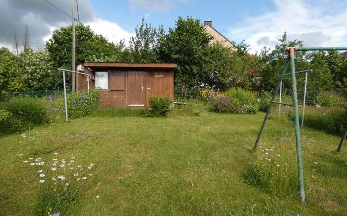 Garten mit Gartenhütte