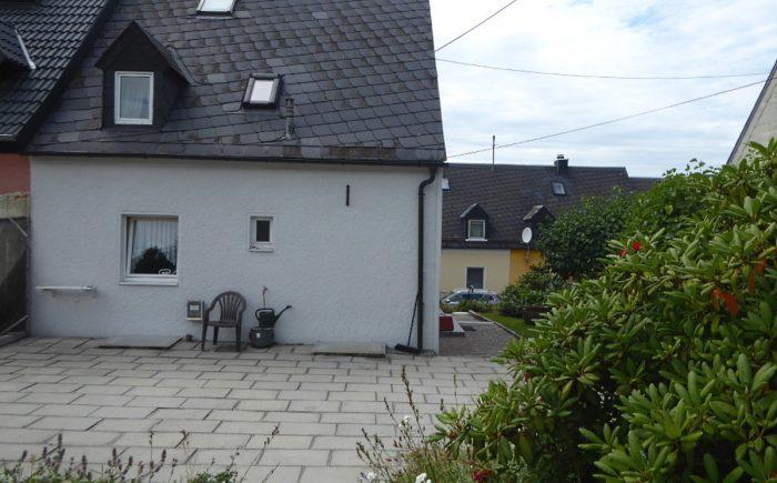Ansicht Gartenseite mit Terrasse